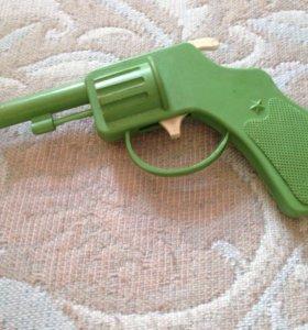 Игрушка револьвер СССР