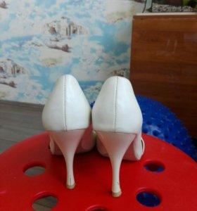 Белые туфли бесплатно