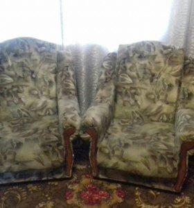Мягкая мебель б/у (диван+2кресла)