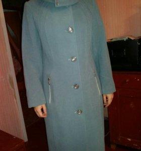 Почти новое кашемировое пальто 46 размер
