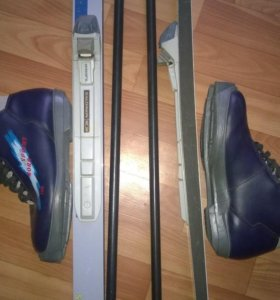 Комплект лыжи, ботинки и палки