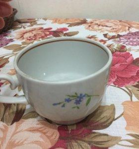 Чашка с голубыми цветами