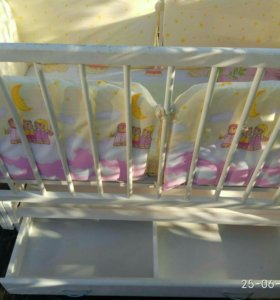 Детская кроватка (маятник)