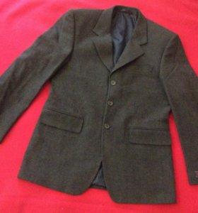 Пиджак 100% шерсть новый