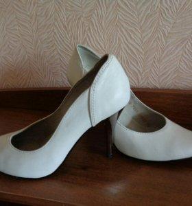 Туфли женские, белые (кожа)