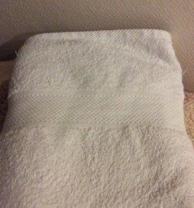 Большое белое полотенце