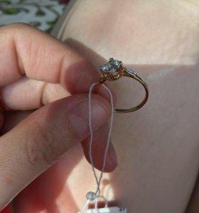 Кольцо с камнем Swarovski