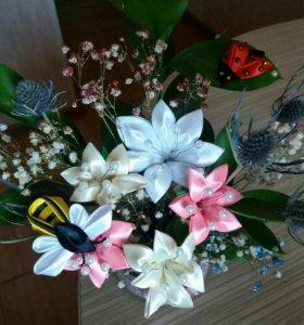 Экибаны из сухоцвета и цветов из атлассных лент