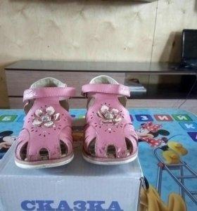 Детская обувь для девочки в хорошем состоянии