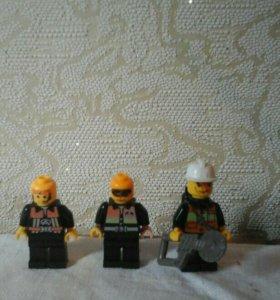 Лего человечки 3 штуки