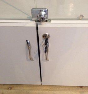 Шкаф (витрина) и угловой стеллаж