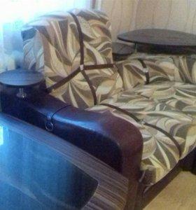 Диван угловой, кресло, столик журнальный