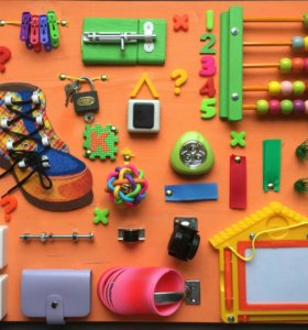 Развивающая игрушка доска Бизиборд.