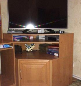 Комплект мебели (стол, шифоньер,тумба под телефизо