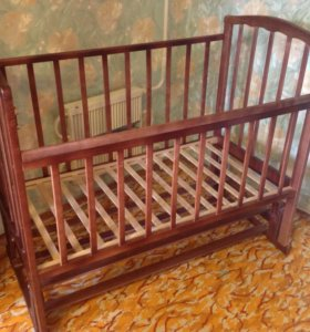 Кроватка с функцией маятника продольного качания