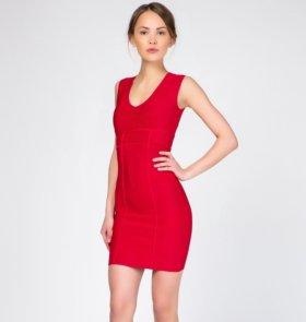 Красное бондажное платье