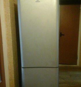 Шикарный холодильник Indesit