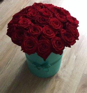 Коробка с розами красными