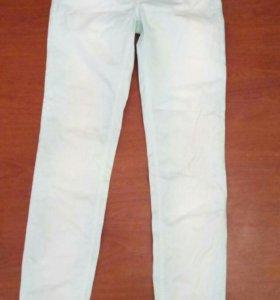 Нежно-мятные джинсы р-р 31