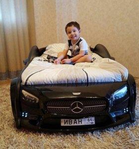 Кроватка машинка с постельным бельем