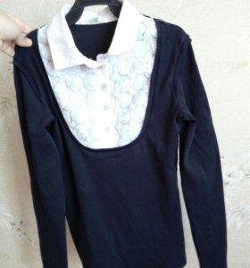 Блузка темно-синяя.