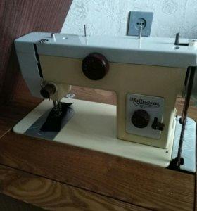 Швейная машинка советская,чайка 134