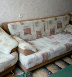 Мягкий уголок.диван + 2 кресла.состояние хорошее.