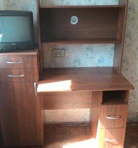 Стол школьника,б/у. Телевизор продается.