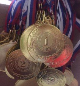 Комплекты 1-2-3 место Медаль с эмблемой и лентой