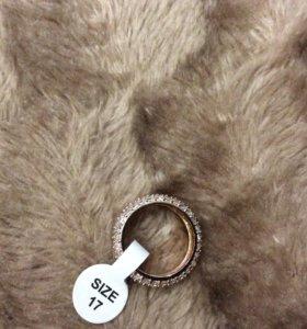 Шикарное кольцо с кристаллами Сваровски