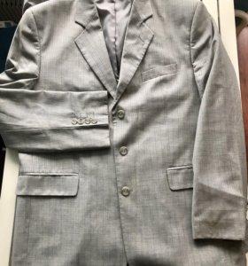 Итальянский мужской костюм на L