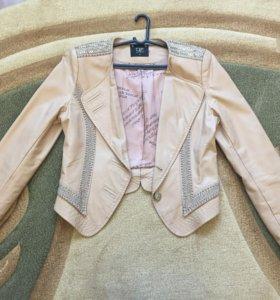 Куртка-пиджак из эко-кожи