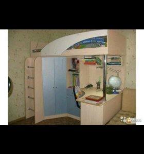 Детская кровать с шкафом и столом