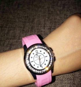 Часы со стразами наручные