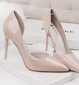 Лаковые туфли (новые) 37