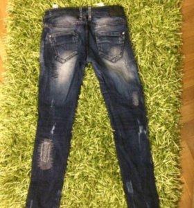 Продам рваные джинсы