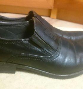 Подростковые мужские туфли в хорошем состоянии