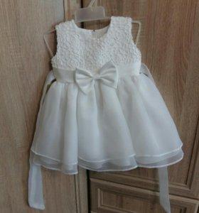Нарядное платье на 10-12 месяцев