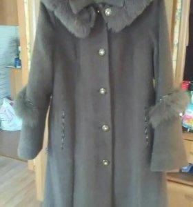 Пальто женское зимнее,с капюшоном.