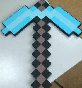 Игрушка-кирка из игры Minecraft