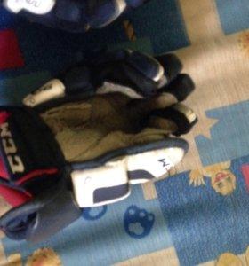 Краги хоккейные, размер 9!