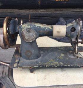 Срочно продам старую швейную машинку(ножная)