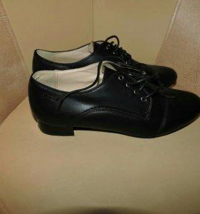 Новые ботинки 40-41