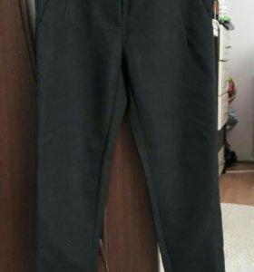 Укороченные чёрные брюки