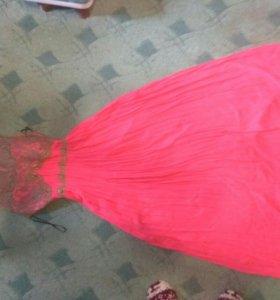 Платье в пол с кружевной спиной