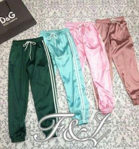 Зеленые атласные штаны