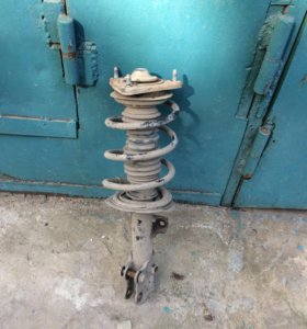 Киа серато 3 левая стойка амортизатора