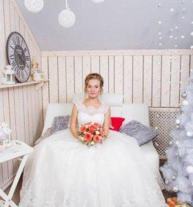 Свадебное платье, шуба.
