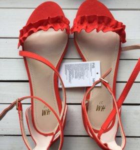 Стильные красные босоножки H&M