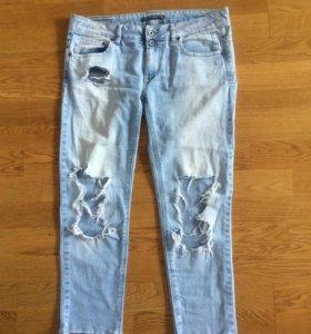 Рваные джинсы Pull and bear